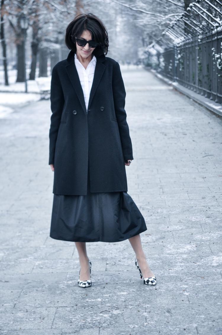 czarny płaszcz-3