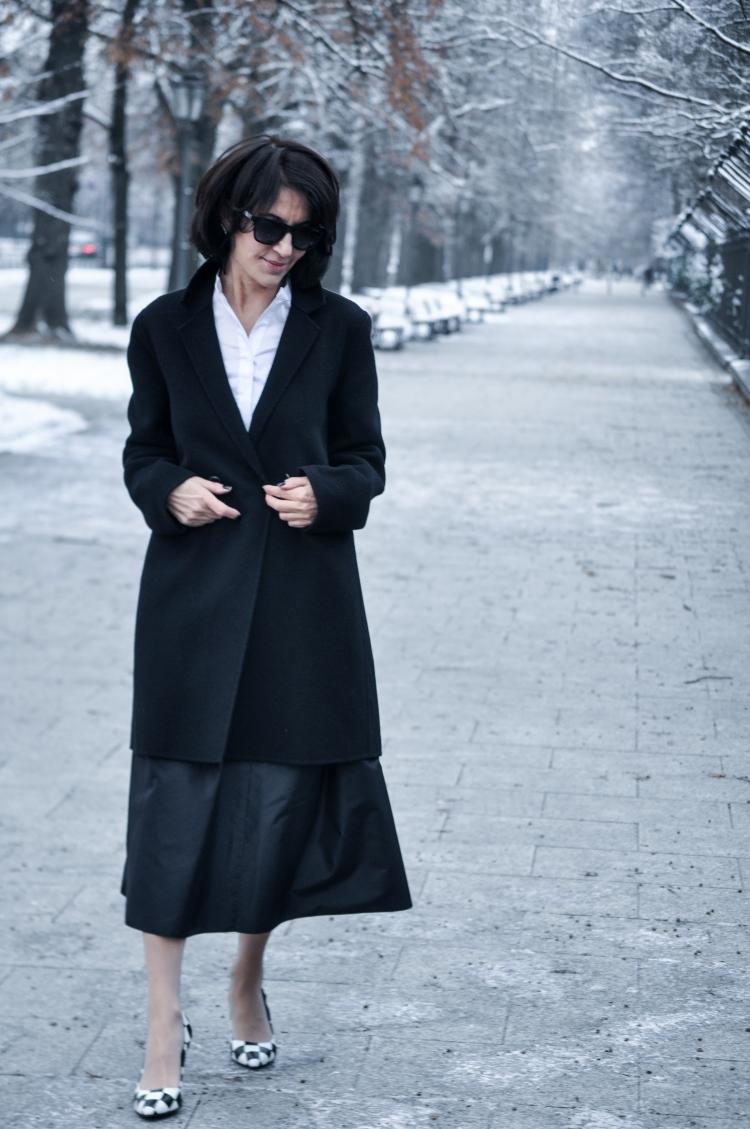 czarny płaszcz copy
